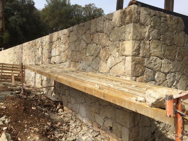 Mur de sout nement en pierres s che la colle sur loup kp home design - Mur soutenement pierre ...